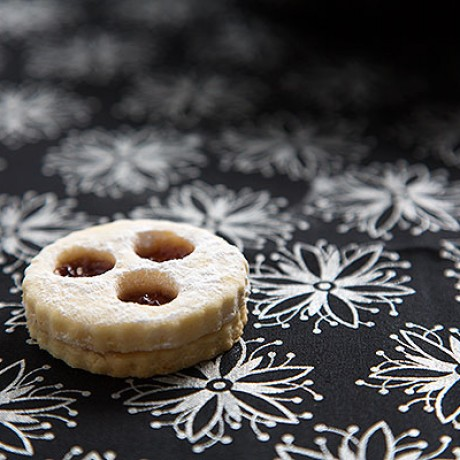 Advent Calendar Day 9 - Linzer cookies