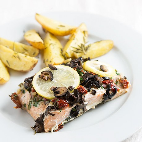 Advent Calendar Day 15 - Oven baked salmon with dried tomatoes and potatoes