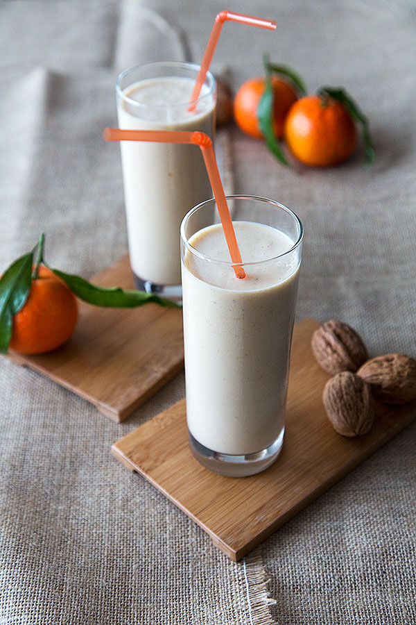 Mandarin Smoothie with Walnuts, apricots and buttermilk