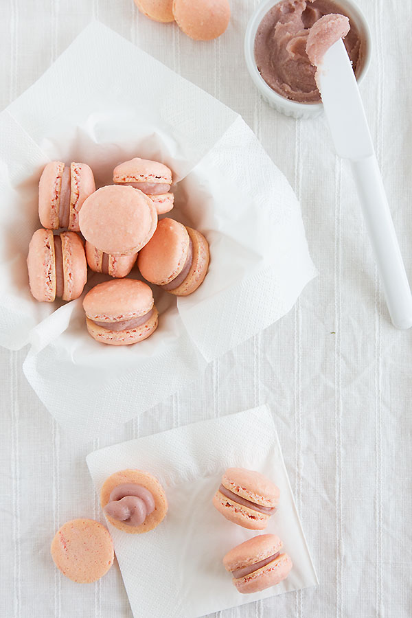 raspberry lime macarons @ strudelandcream.com