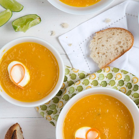 Oven roasted carrot-apple soup
