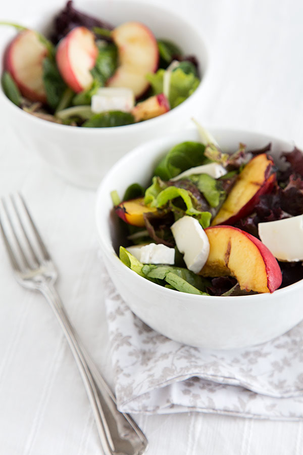 Green salad with grilled peaches and goat cheese - Strudel & Cream ...