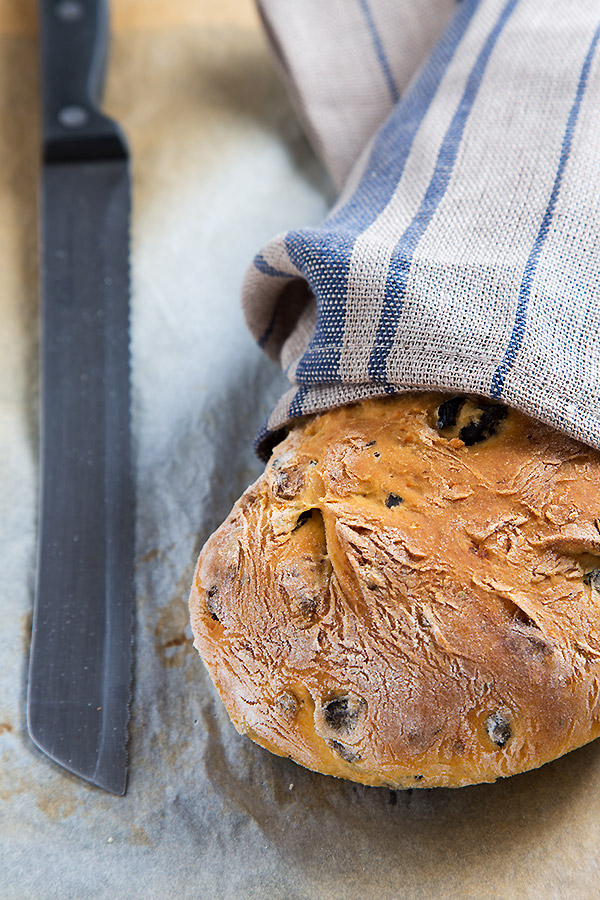 Tomato olive bread @ strudelandcream.com