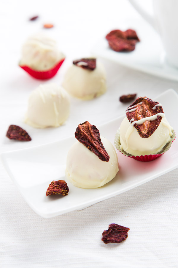 strawberry white chocolate truffles @ strudelandcream.com