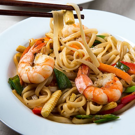 Stir-Fry Udon Noodles with Prawns