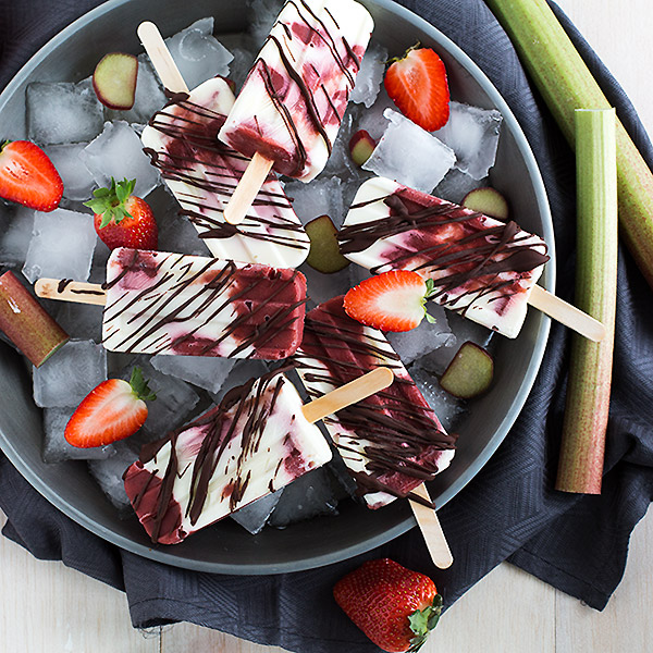 Roasted rhubarb strawberry yogurt popsicles | www.strudelandcream.com
